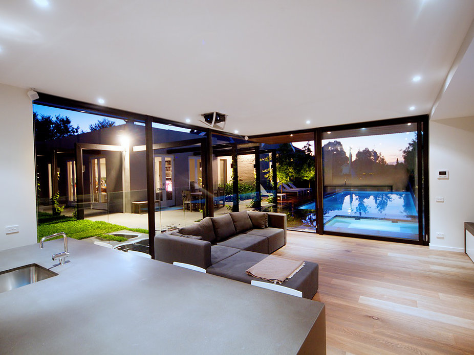 Inner City Pool house by Russell Barrett Architects (2 of 3)