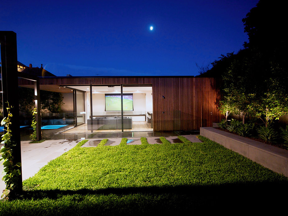 Inner City Pool house by Russell Barrett Architects (3 of 3)